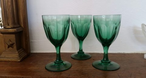 3 Regency green wine glasses c. 1820