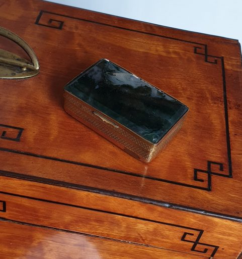 Moss agate snuff box c 1830